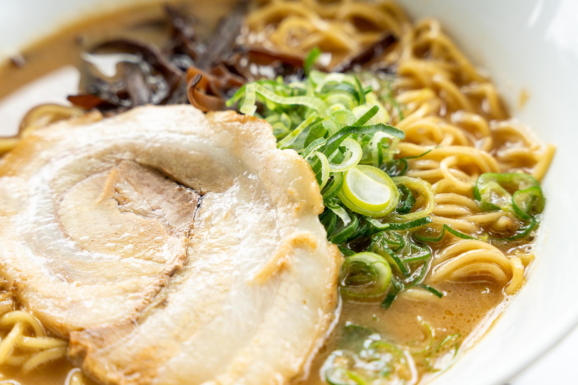 金武町の麺処千代のラーメン