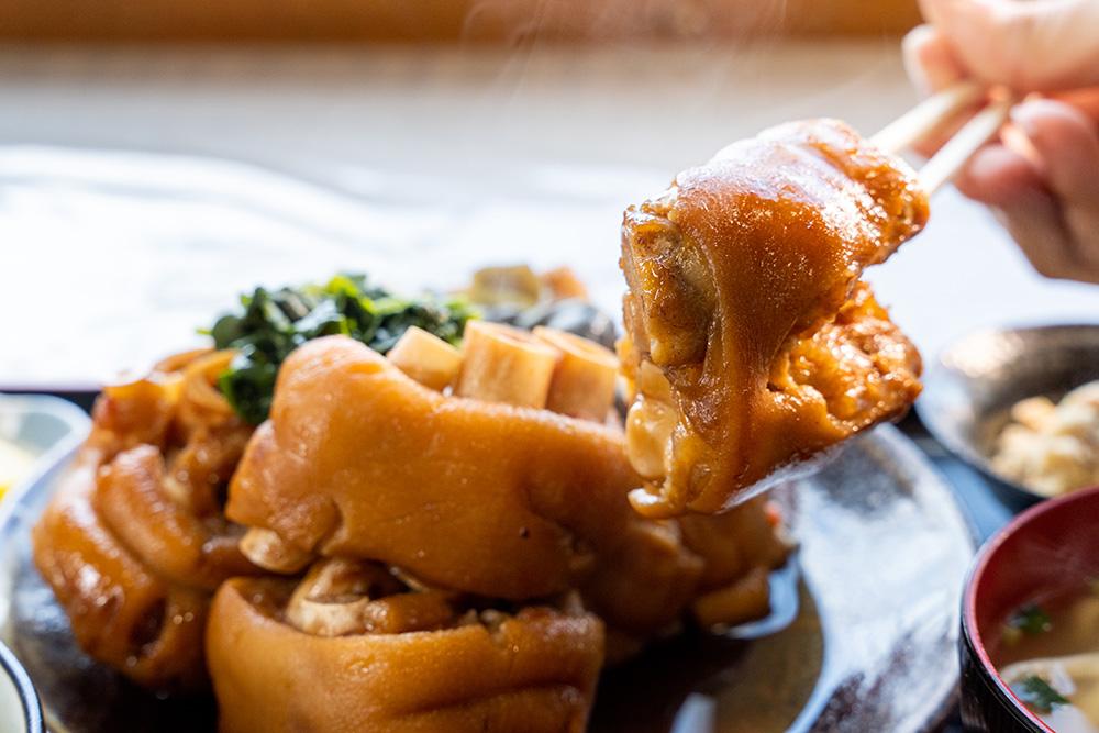 嘉海食堂のてびち煮付け定食