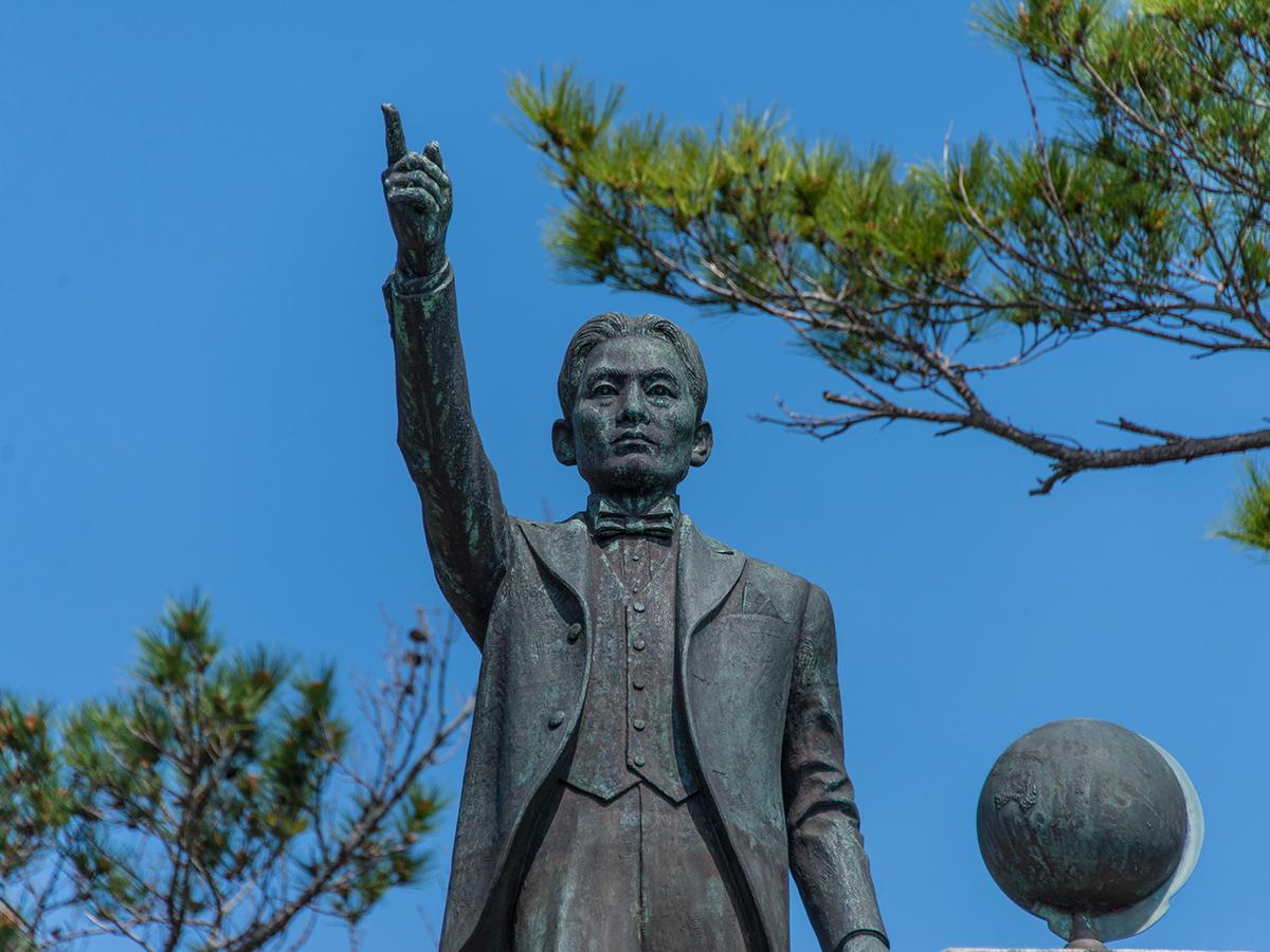 The statue of Kyuzo Toyama